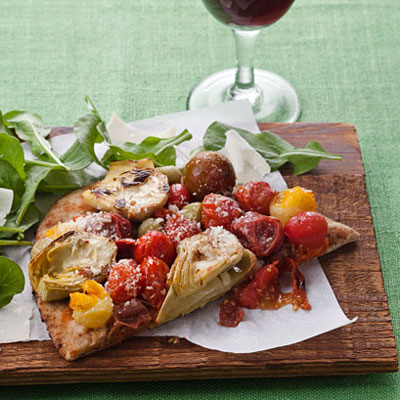 tomato artichoke pizza 400x400 Meatless Monday Recipe: Roasted Tomato and Artichoke Flatbread Pizza