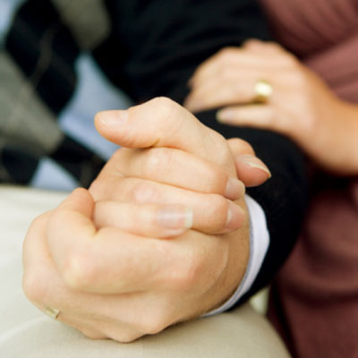 compare-relationship-hand-holding