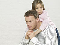 dad depressed kids 200x150 Dad's Depression May Rub Off on Kids