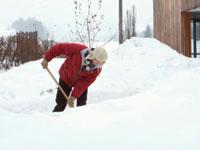 snow-shoveling-back-injury