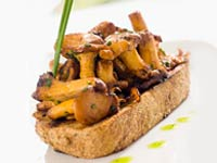 mushroom-crostini