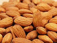 runners almonds 200 5 Foods That Banish Belly Fat