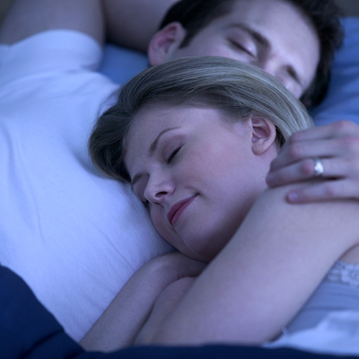bed-early-couple