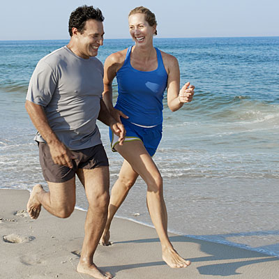 couple-exercise-beach