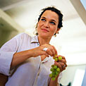 eat-grapes-woman