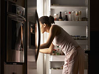 http://img2.timeinc.net/health/images/slides/eating-refridgerator-night-200x150.jpg
