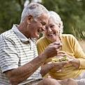 elderly-couple-eating