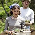 enjoy-garden-couple