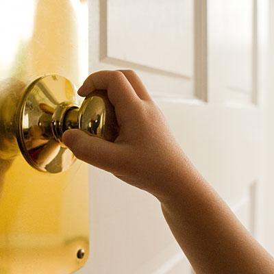 flu-contagious-door-knob