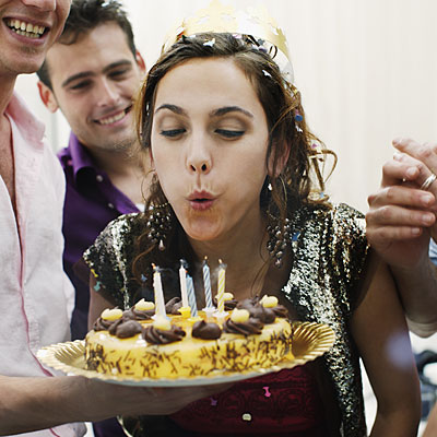friends-celebrate-birthday