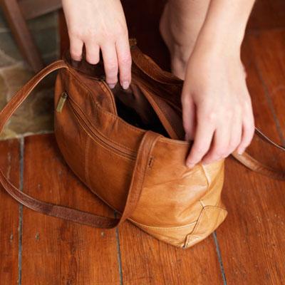 handbag-outside-clean