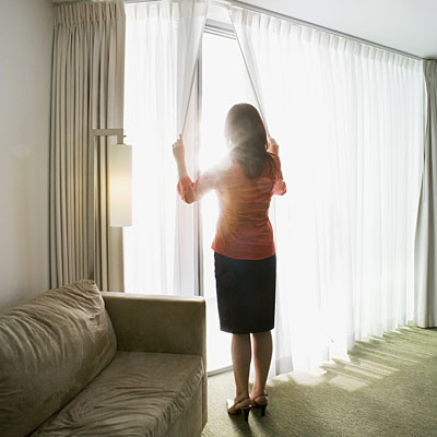 Stuffy air how to sleep better in hotels for Sleeping with window open in winter