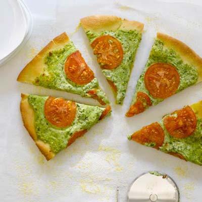 pesto-mozzarella-pizza