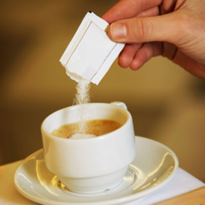 pouring-sugar-glucagon