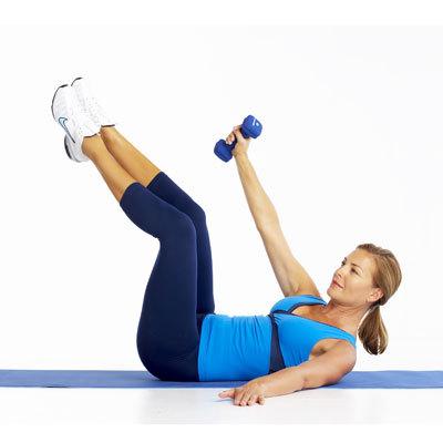 右腕を伸ばしながら腰、足、頭、肩を上げた状態