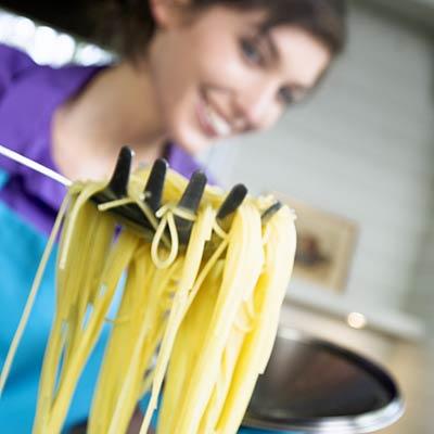 oman-cooking-spaghetti