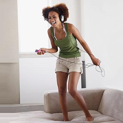woman-dance-sofa
