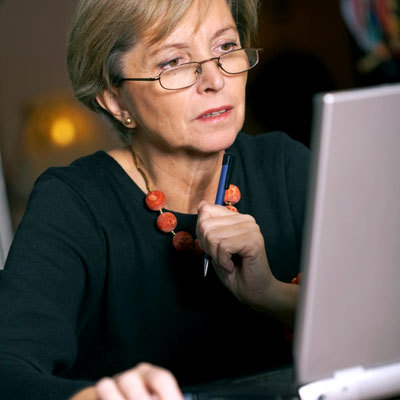 woman-research-computer