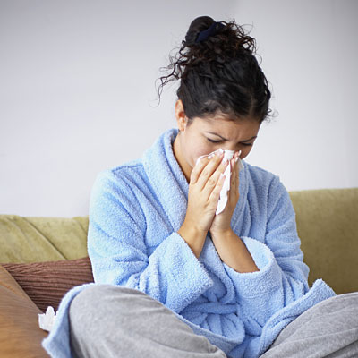 woman-sneezing-allergies