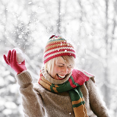 woman-snowball-fight