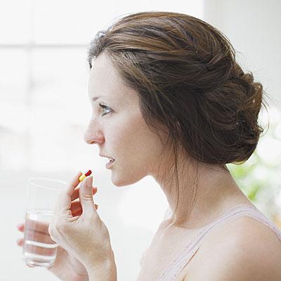 woman-taking-tylenol