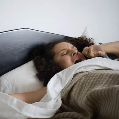 yawn-bed-migraine