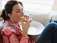 food addiction 200x150 Addiction to Food, Drugs Similar in the Brain