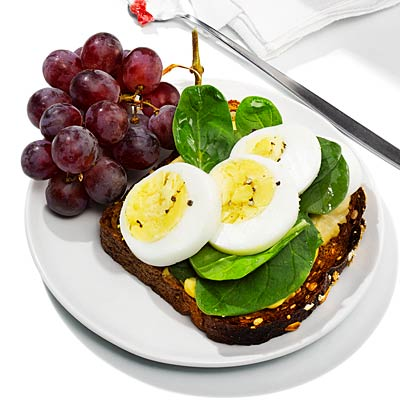 Smart Breakfast Swap: Open-face hummus and egg sandwich - Food Swaps ...