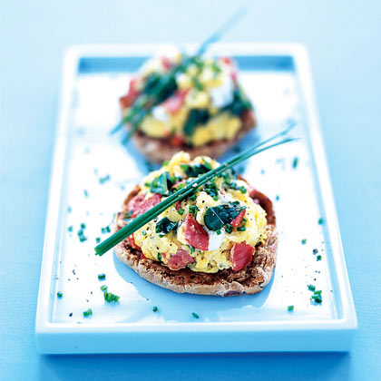Scrambled Eggs With Smoked Salmon, Spinach, and Chives Recipe