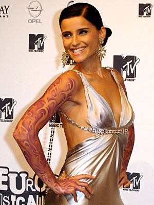 Nelly Furtado showed off her Dsquared2 dress and the impressive airbrushed