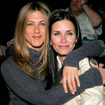 omg chose love em Courtney Cox or Jennifer Aniston