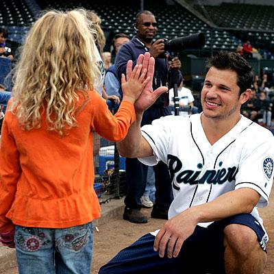 Nick Lachey, celebrity softball game, Tacoma, Washington