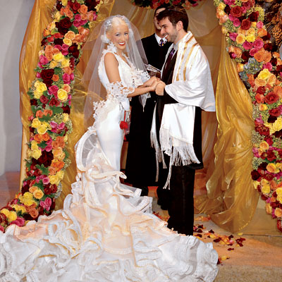 http://img2.timeinc.net/instyle/images/2007/wedding/celebrity/aguilera_01_400X400.jpg