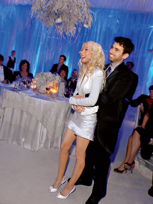 http://img2.timeinc.net/instyle/images/2007/wedding/celebrity/aguilera_07_400X400.jpg