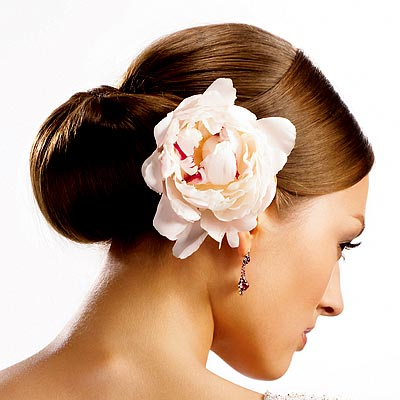 http://img2.timeinc.net/instyle/images/2007/wedding/summer05/hair/summer05_hair6a.jpg