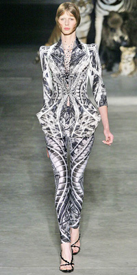 Alexander McQueen - Runway Photos - Spring 2009 Runway at InStyle.com :  chic style instyle color