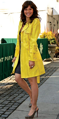 Mandy Moore, trenchcoats, spring trends, celebrity trends, celebrity style