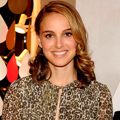 natalie portman curly hair. Natalie Portman - Deep side part with low full curls. Clint Spaulding/Sipa