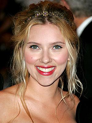 scarlett johansson red hair. Scarlett Johansson