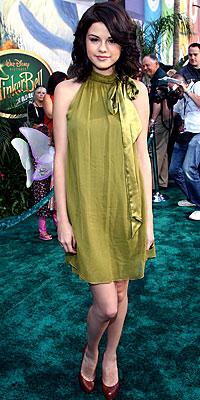 A Moxie Fashionista Great Outfits Selena Gomez