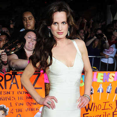 http://img2.timeinc.net/instyle/images/2009/GalxMonth/12/122909-elizabeth-reaser-400.jpg