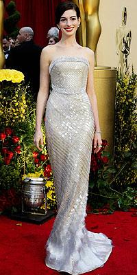 Anne Hathaway v Armani Prive