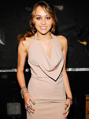 miley cyrus outfits 2009. miley cyrus style clothes 2009