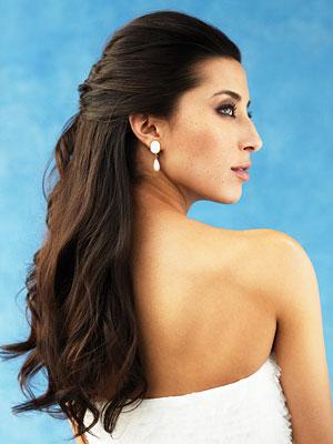 053009 hair3 300x400 Baú de ideias: 50 penteados semi presos para noivas