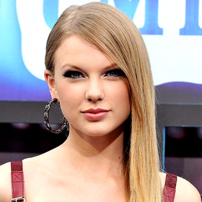 Taylor Swift Style on Top 10 Party Hairstyles Of 2010