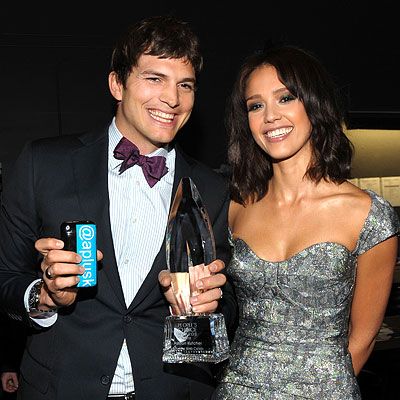 Ashton Kutcher and Jessica Alba - The 2010 People's Choice Awards - Red Carpet Central - Celebrity - InStyle :  fashion darker styles hair metallic