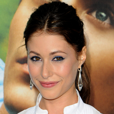 Amanda Crew