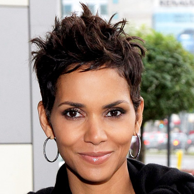 halle berry hair pics. Halle Berry-hair-Poland-Reveal