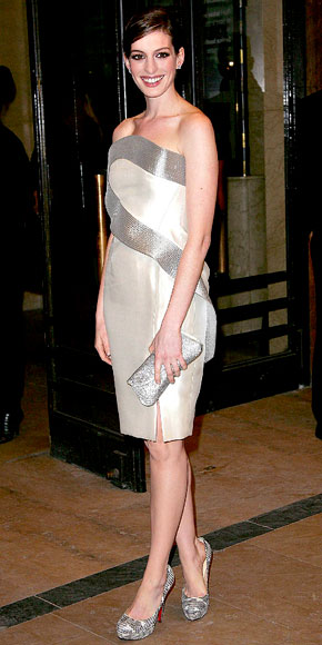 Anne Hathaway in Giorgio Armani