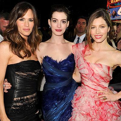 altTag= Parties - Jennifer Garner, Anne Hathaway and Jessica Biel - Premiere of Valentine's Day
